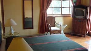 In-room safe, Internet, wheelchair access