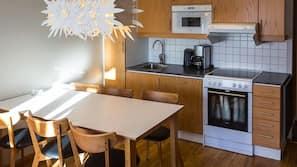 Kylskåp, mikrovågsugn, ugn och spishäll