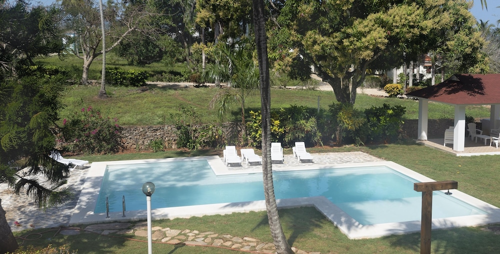 Outdoor Pool, El Pelicano Apart-Hotel