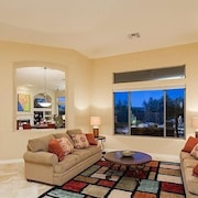 Caledonia Dreamin 4 Bedroom Condo By Signature Vacation Homes of Scottsdale