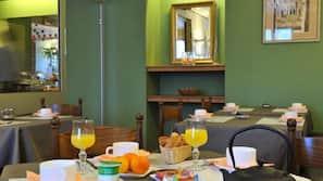 Daily buffet breakfast (EUR 7.80 per person)