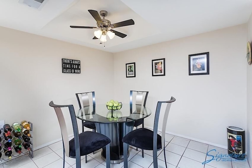 In-Room Dining, McCormick Ranch Santa Fe Home By Signature Vacation Rentals
