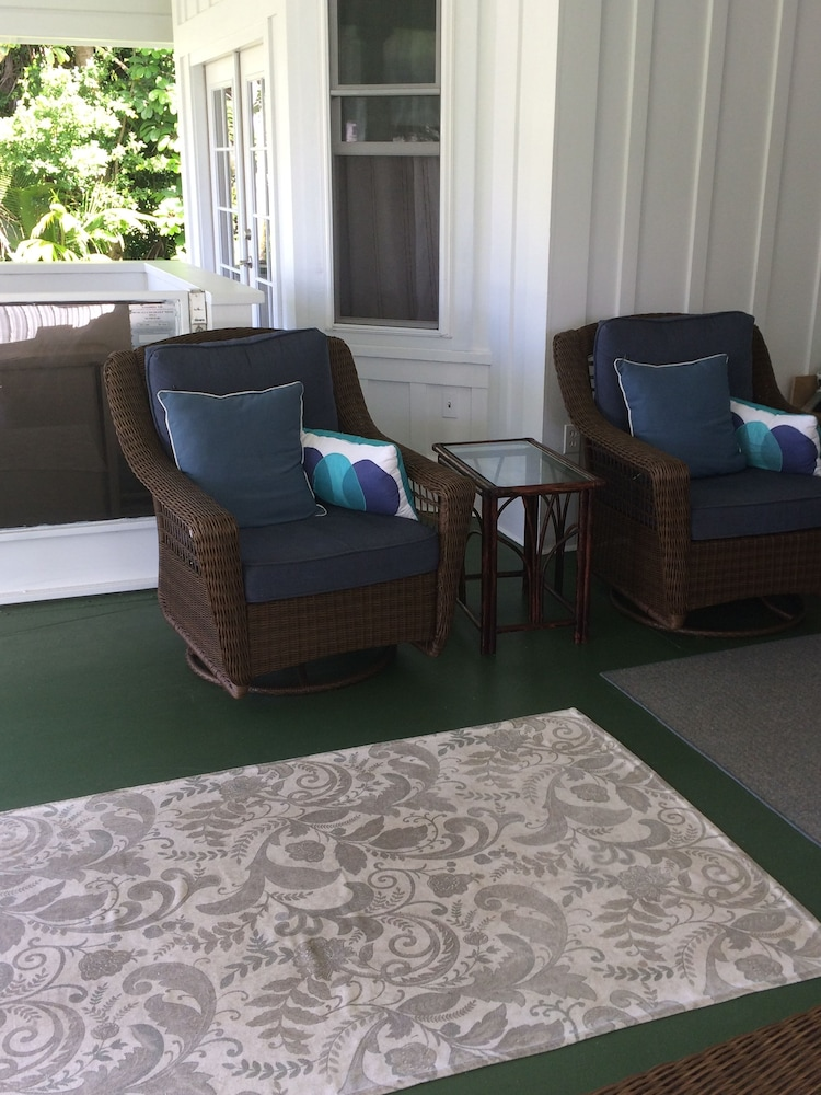 Property Entrance, Hilo Bay Oceanfront Bed and Breakfast