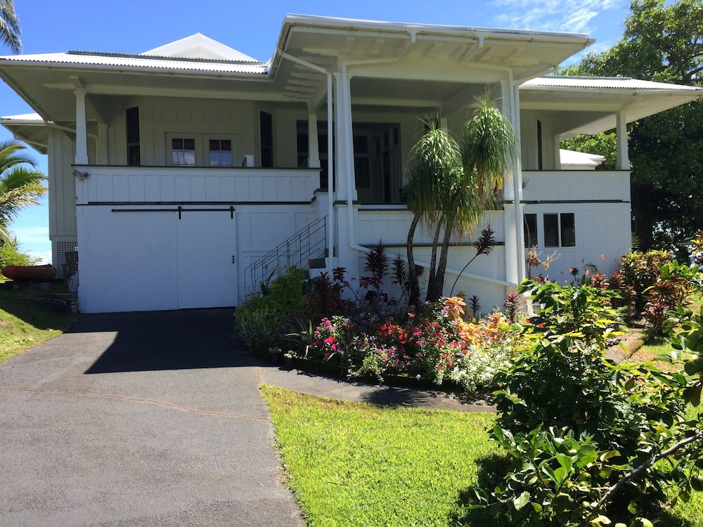 Front of Property, Hilo Bay Oceanfront Bed and Breakfast