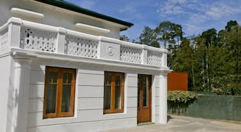 Golf Green City Bungalow
