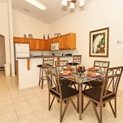 FRIENDLY 4 Bedroom Holiday home by Follow the sun vacation Rentals