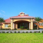 STUNNING 6 Bedroom Holiday home by Follow the sun vacation Rentals