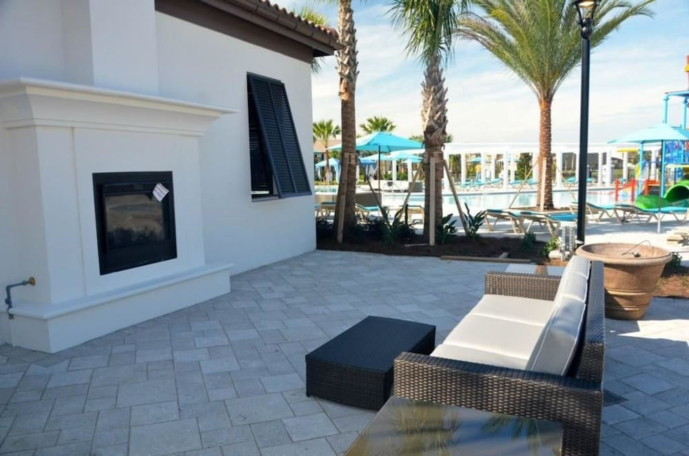 RELAXING 8 Bedroom Holiday home by Follow the sun vacation Rentals ...