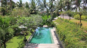 9 outdoor pools