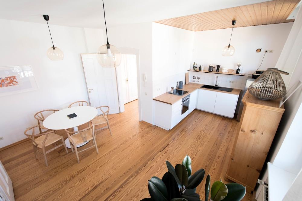 Modern Design Im Klassischen Altbau Weimar Hotelbewertungen 48 Cool Modern Design Apartment Design