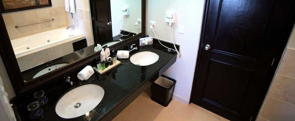 Bathroom, Presidential Suites by Lifestyle - All Inclusive
