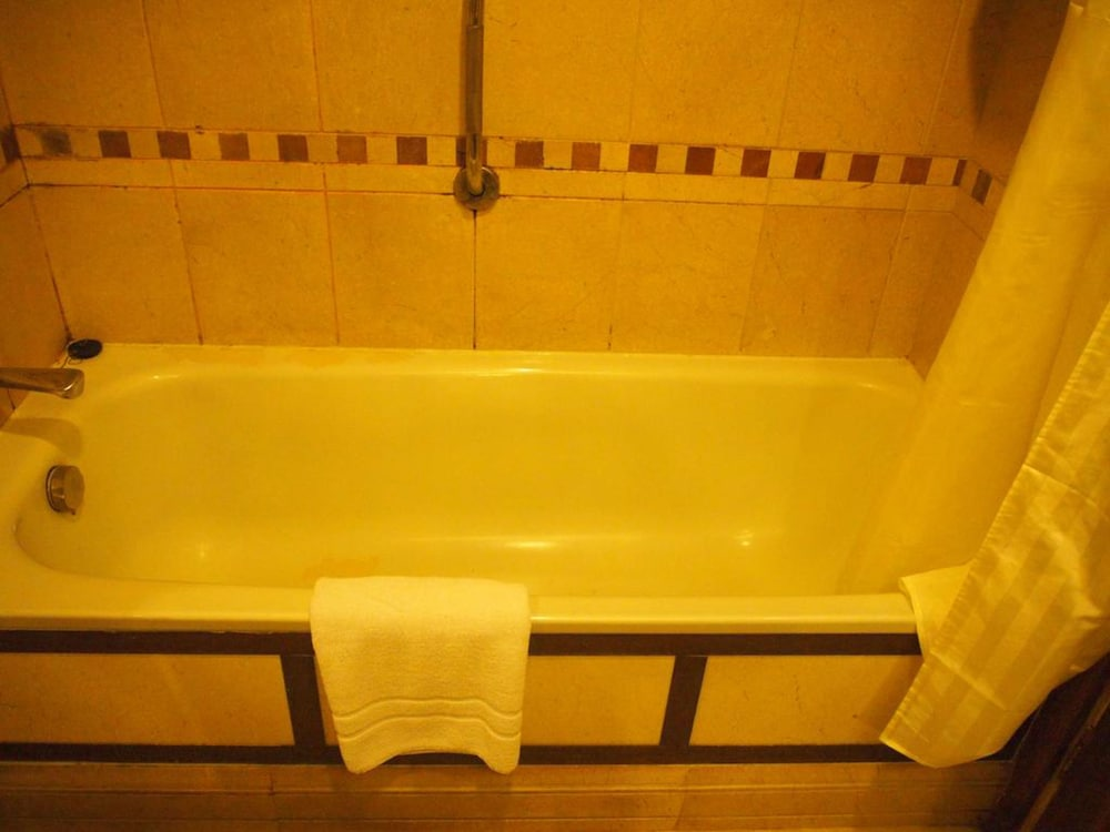 Deep Soaking Bathtub, Crowne Plaza Islamabad