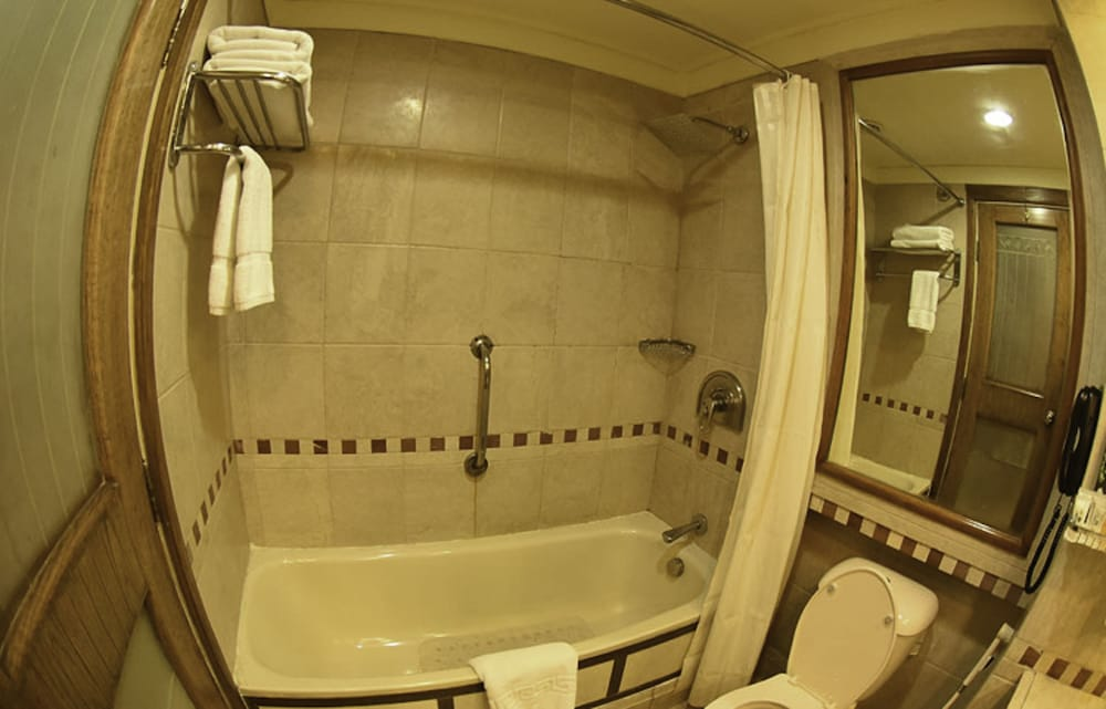 Bathroom, Crowne Plaza Islamabad