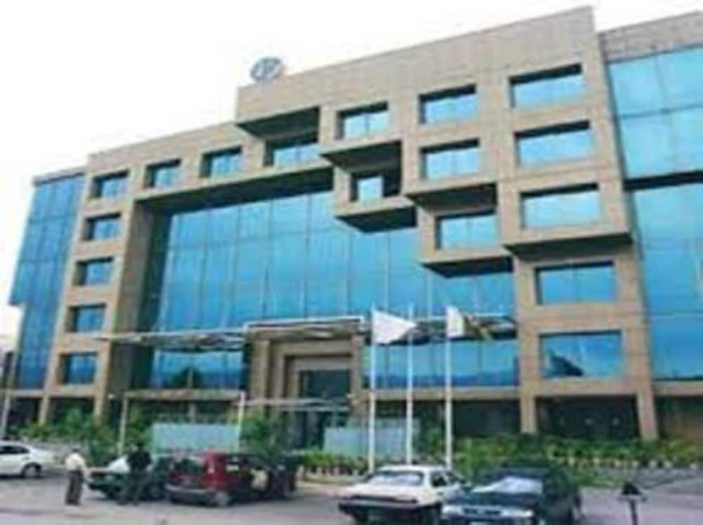 Front of Property - Evening/Night, Crowne Plaza Islamabad