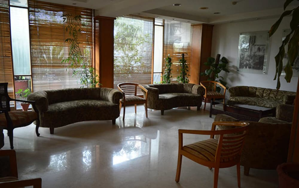 Lobby Sitting Area, Crowne Plaza Islamabad