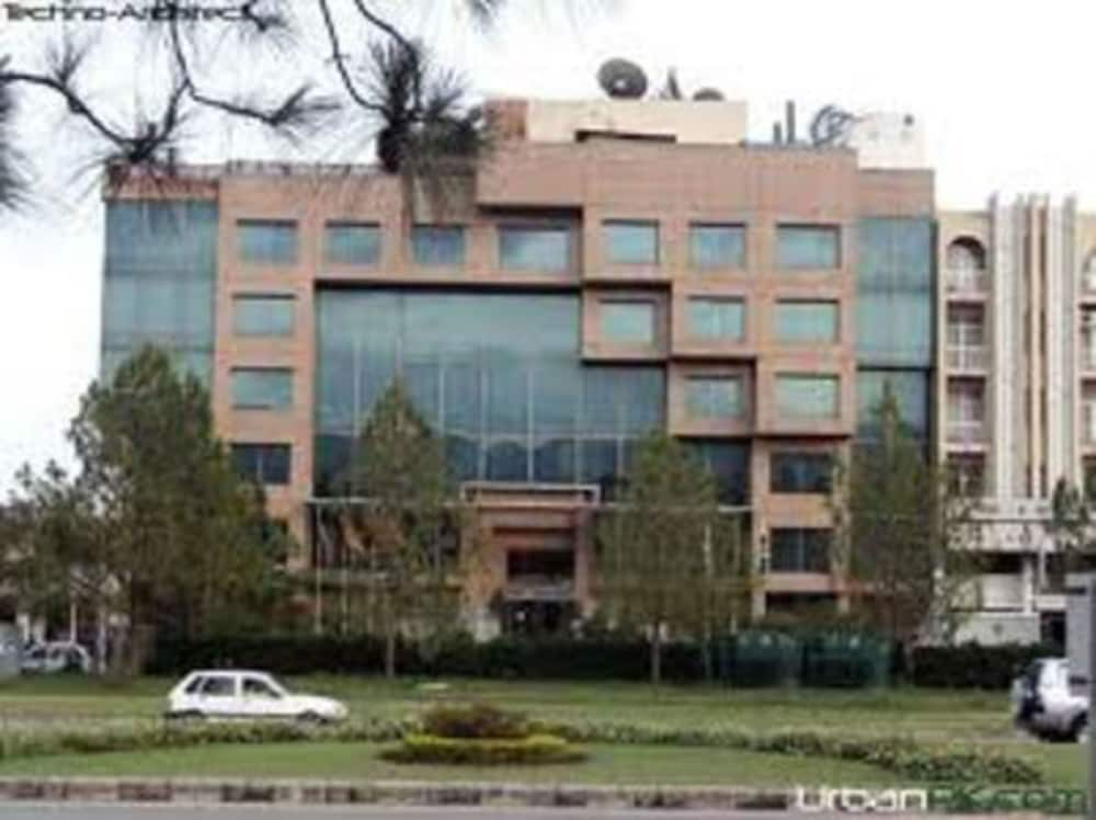 Front of Property, Crowne Plaza Islamabad