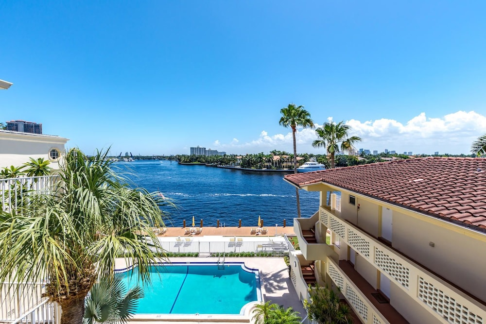 Book Fort Lauderdale Yacht And Beach Club Fort Lauderdale Hotel Deals