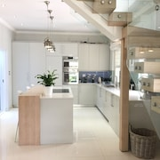 Cricklewood Place Luxury Holiday Homes