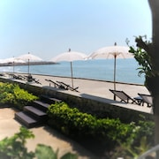 Chomtalay Resort at Had Chaosamran Beach