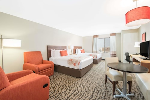 Hawthorn Suites by Wyndham Fargo