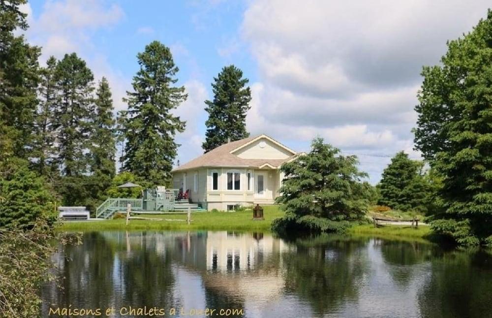 Villas front lake brome cowansville deals reviews for Club piscine cowansville