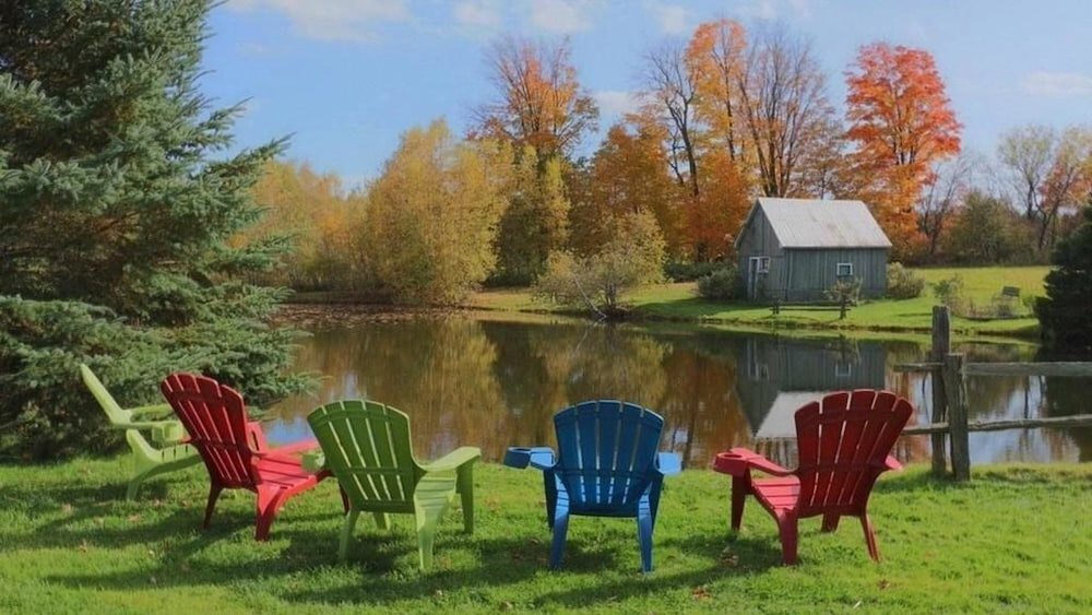 Villas front lake brome cowansville 2017 room prices for Club piscine cowansville