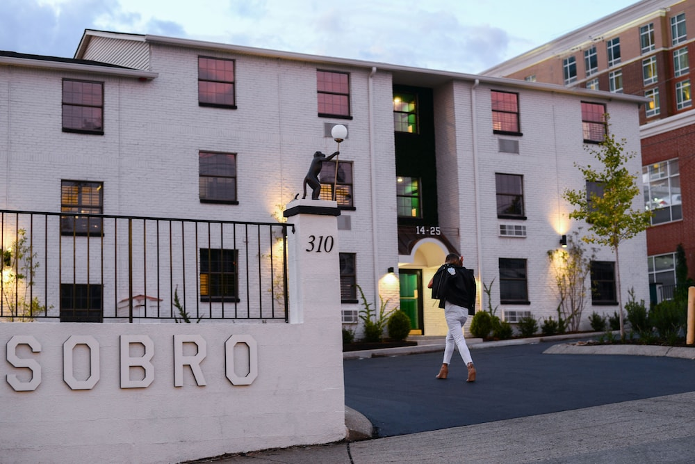 Stay Alfred SoBro in Nashville | Hotel Rates & Reviews on Orbitz