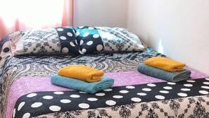 3 dormitorios, cortinas opacas, tabla de planchar con plancha