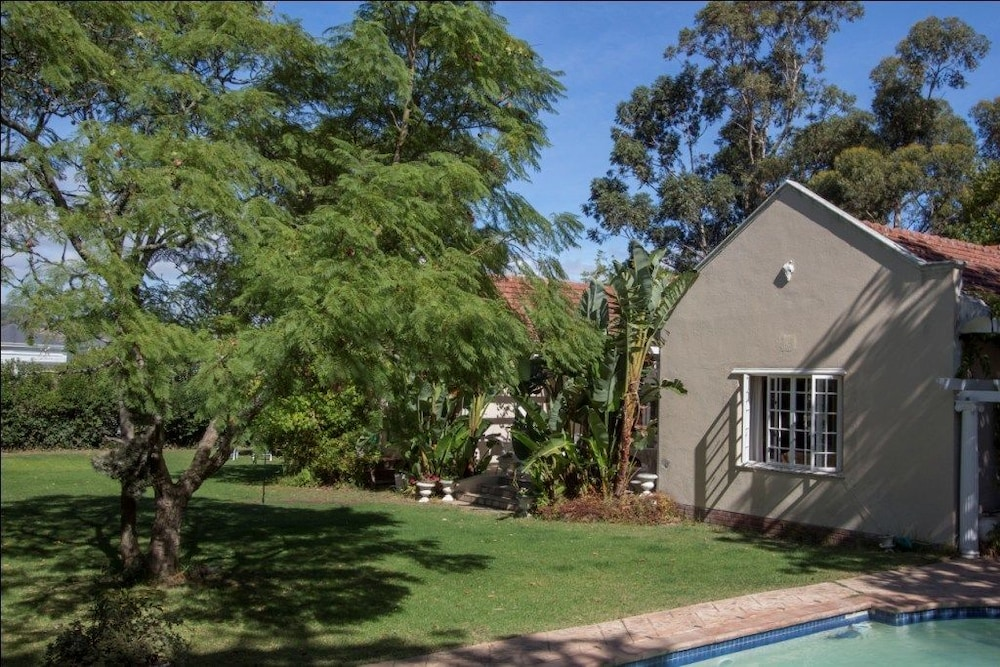 Jardin de fees guest house cape town south africa expedia for Au jardin guest house riebeeckstad