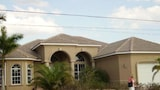 Waterfront Newly Built 4 Bedroom - Cape Coral Hotels