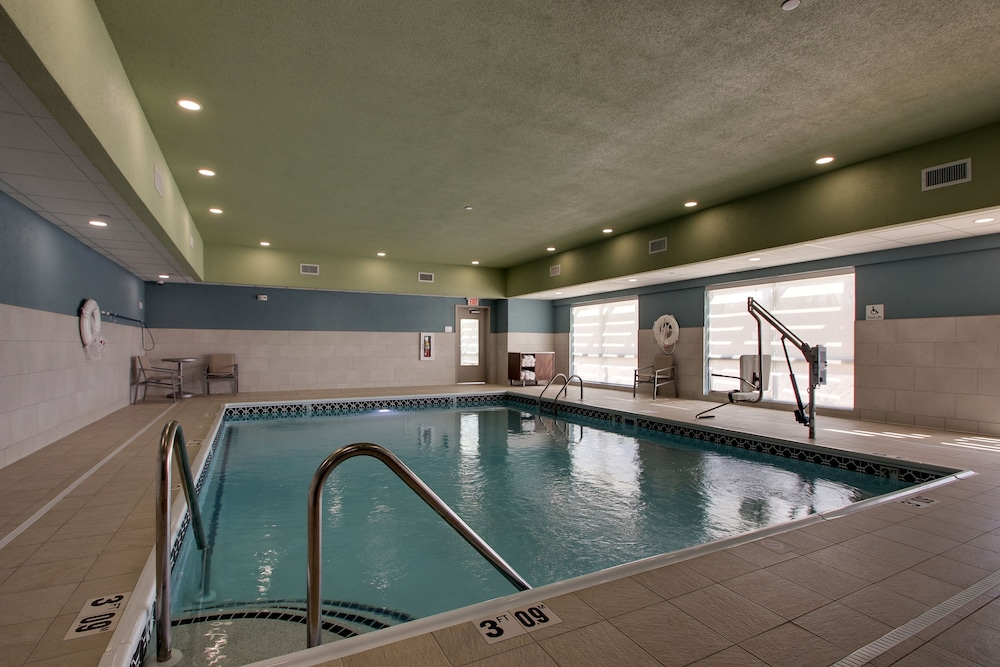 Pool, Holiday Inn Express & Suites Mount Vernon, an IHG Hotel