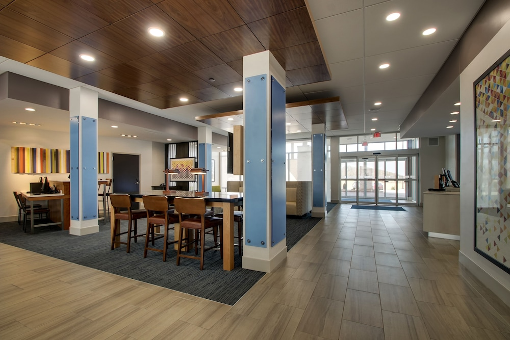 Lobby, Holiday Inn Express & Suites Mount Vernon, an IHG Hotel