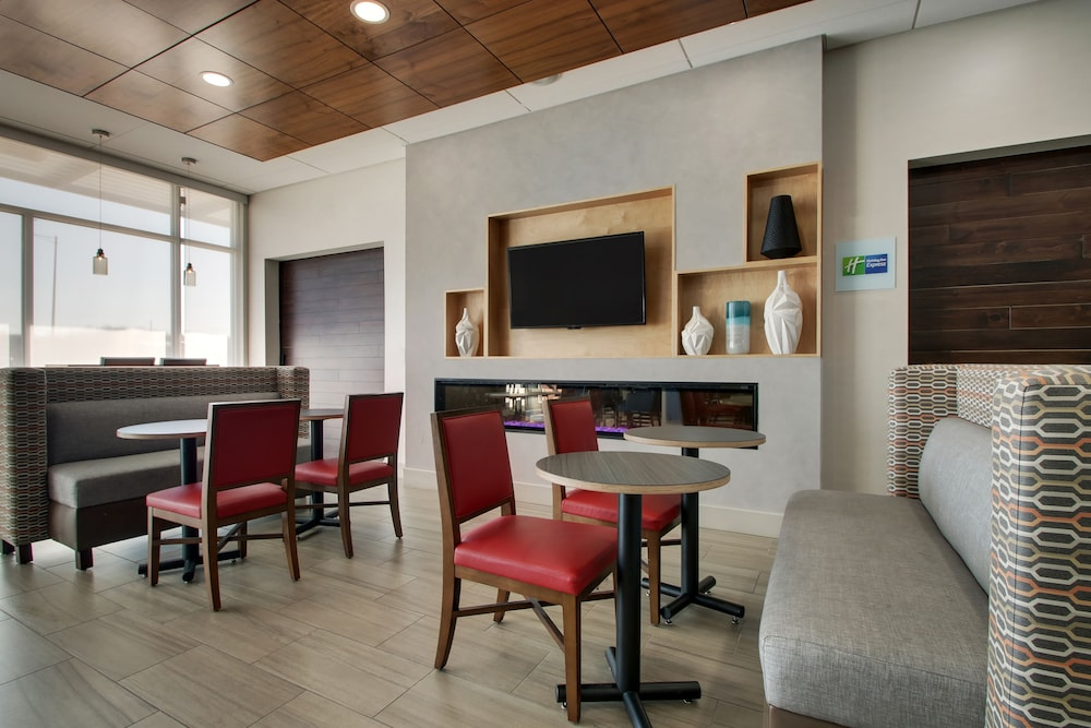 Breakfast Area, Holiday Inn Express & Suites Mount Vernon, an IHG Hotel