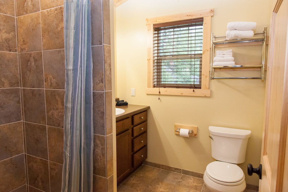Bathroom, Homestake Lodge