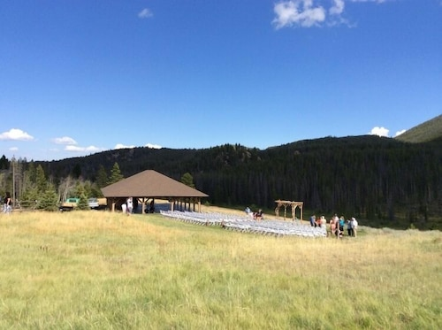 Outdoor Wedding Area, Homestake Lodge