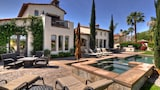 Spectacular Lakefront Estate - La Quinta Hotels