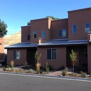 The River Side 2 Bedroom Holiday Home By Pinon Vacation Rentals