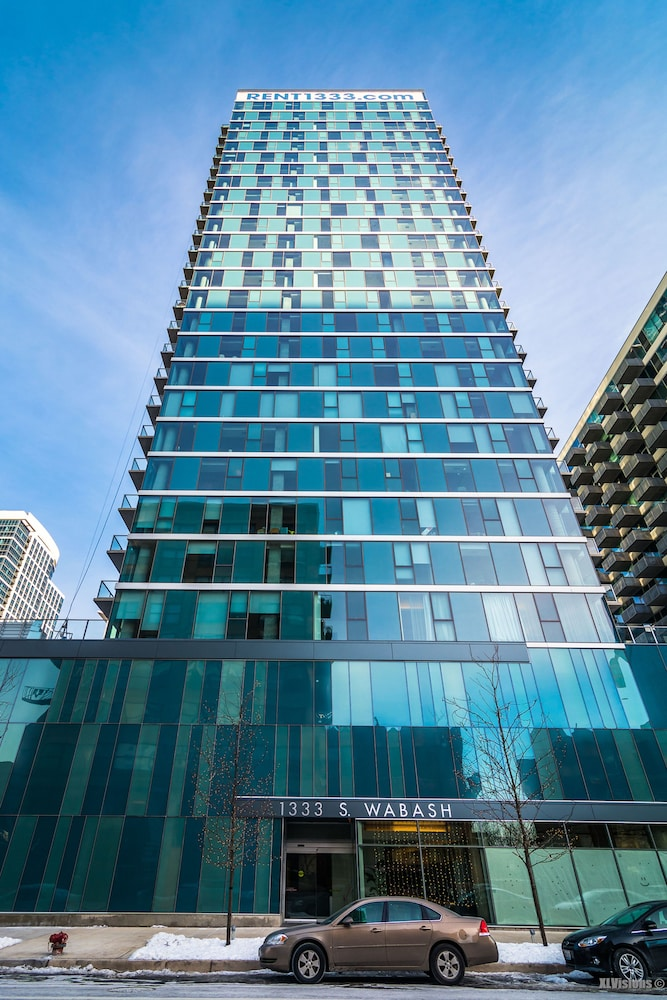 Book furnished suites in south loop chicago chicago for Chicago hotel deals
