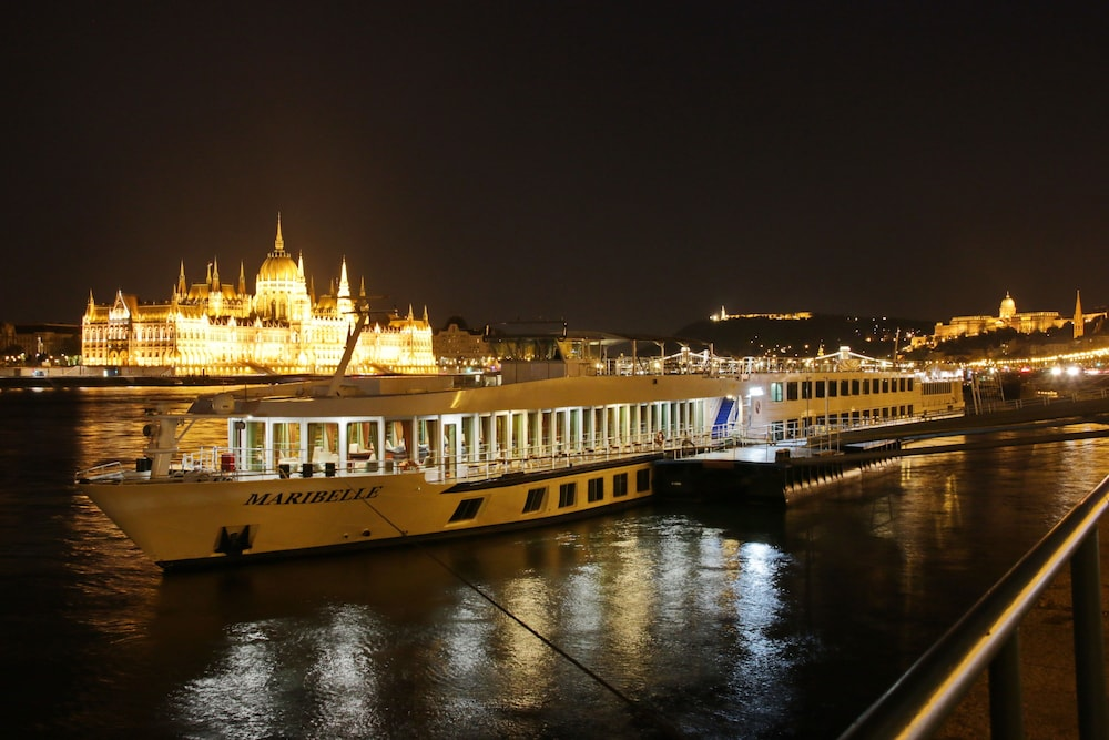 Onriver hotels ms maribelle reviews photos rates for Hotel budapest