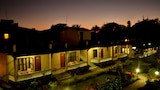 Chitwan Village Resort - Sauraha Hotels