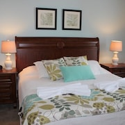 Lucaya Village Luxury Townhome 1509