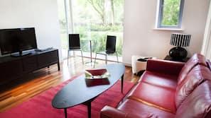 1 bedroom, minibar, desk, iron/ironing board