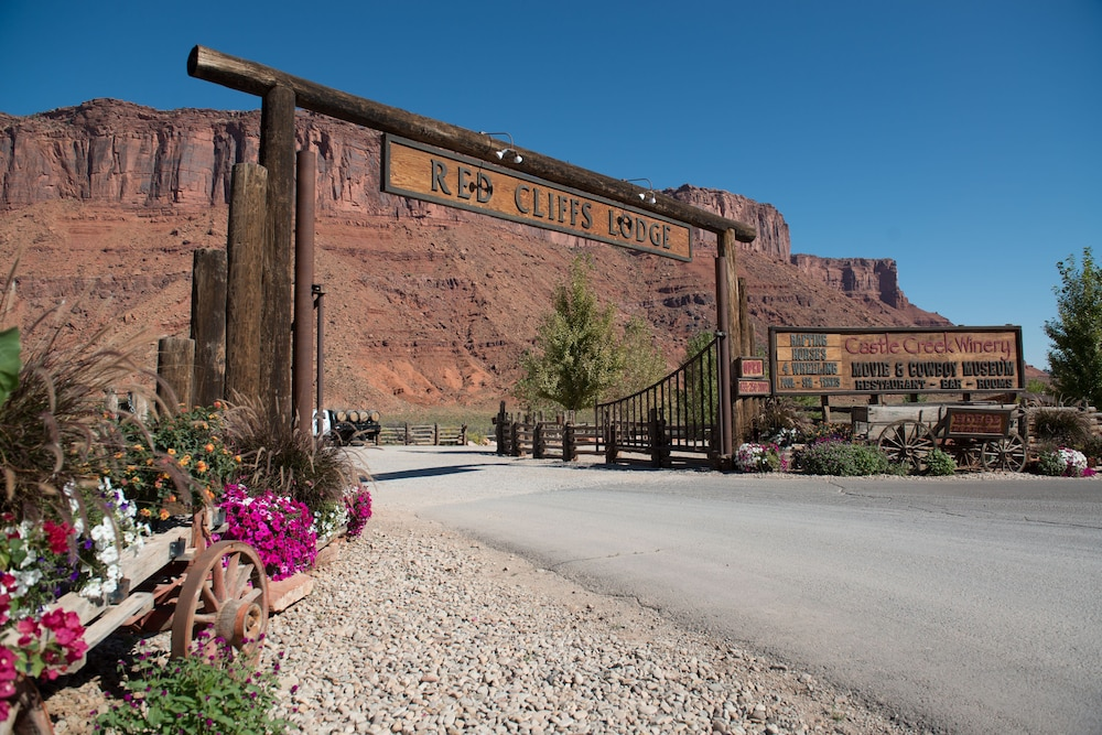 Red Cliffs Lodge in Moab | Hotel Rates & Reviews on Orbitz