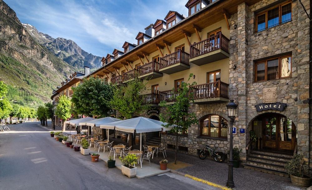 Hotel ciria 2018 room prices deals reviews expedia for Booking benasque