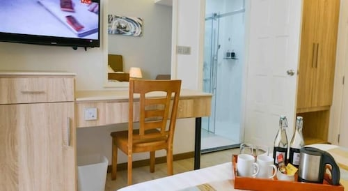 Book coconut tree hulhuvilla beach hulhumale hotel deals for The family room hulhumale
