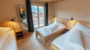 1 Schlafzimmer, hochwertige Bettwaren, Zimmersafe, Schreibtisch