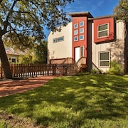 5BR 3BA Superior East Downtown Austin House by RedAwning