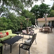 3BR 2BA Magnificent House and Outdoor Entertaining South Austin by RedAwning