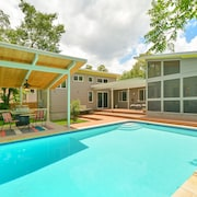 4BR 3BA Butterfly House with Private Pool in Central Austin by RedAwning