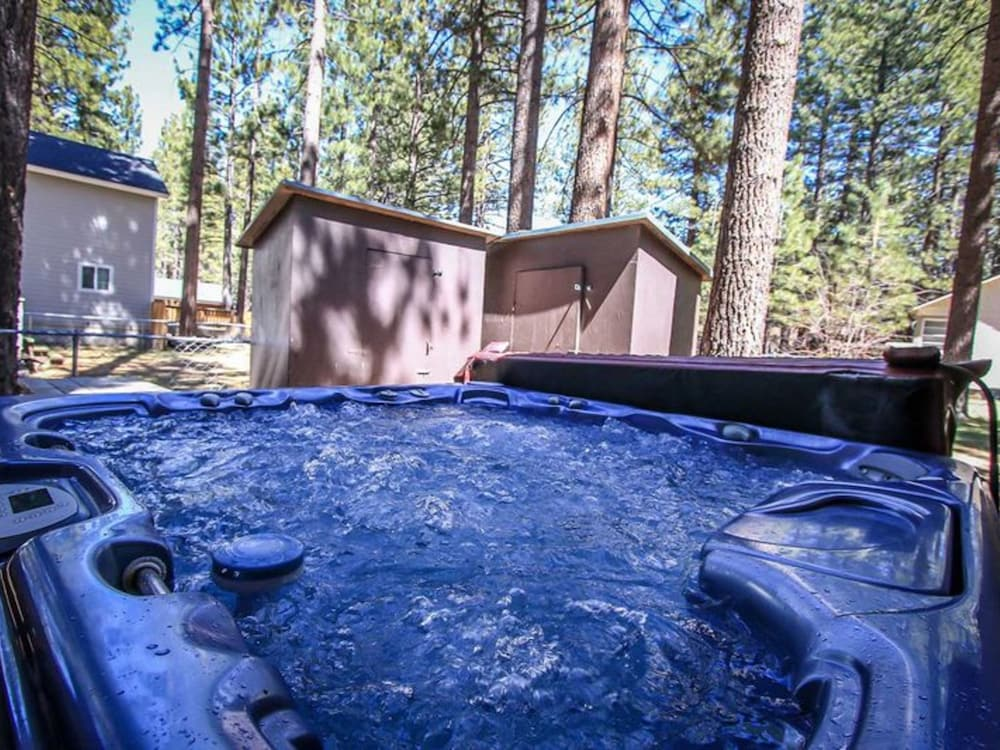 Bear heaven 1211 by redawning big bear lake etats unis for Bain a remous exterieur